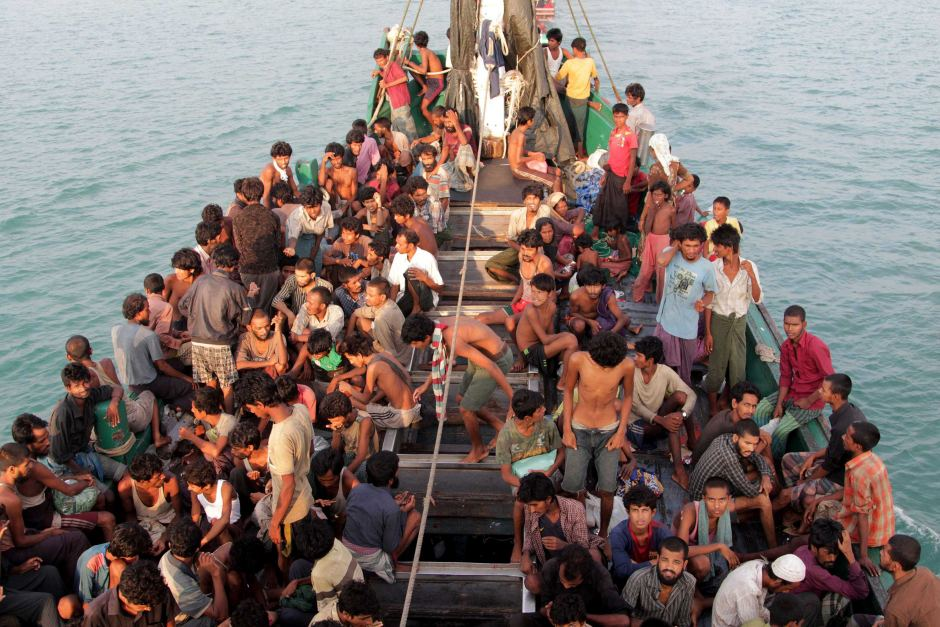 Rohingya fleeing Myanmar by boat