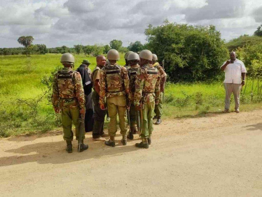 Kenya Police on Lamu-Garsen road following a heavy shootout between police and suspected al Shabaab